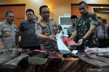 Kapolda Jambi periksa barang  bukti senjata
