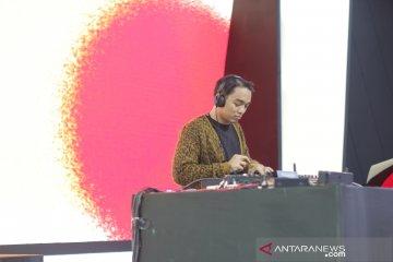 DJ Dipha Barus goyang panggung Toyota di GIIAS 2019