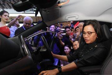 Coba Toyota Prius PHV, Sri Mulyani sebut ingin pakai mobil itu, bila..