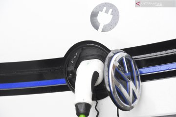 VW punya teknologi robot pengisian mobil listrik di AS
