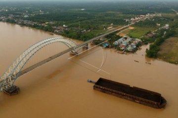 Angkutan batubara jalur Sungai Batanghari