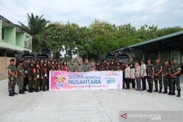 Peserta SMN PTPN IV asal Sulteng berfoto bersama di dekat Anoa