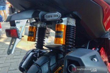 Scarlet pasarkan suspensi untuk Honda ADV, Vespa GTS dan LX
