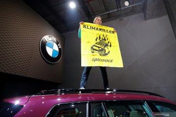 """Mobil Eropa bermesin seperti """"Tank"""", pegiat iklim protes di Frankfurt"""