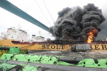 Sejumlah kapal terbakar di pelabuhan Ulsan