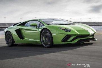 Lamborghini pernah tarik Aventador karena mesin mudah terbakar