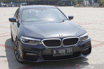 Begini cara kerja fitur parkir otomatis BMW 530i M Sport
