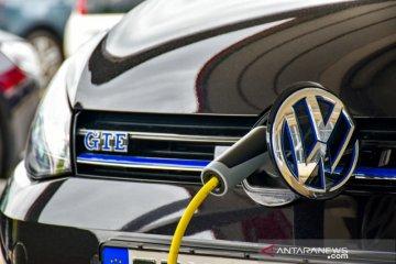 Kunjungi VW, Luhut ajak produksi mobil listrik di Indonesia