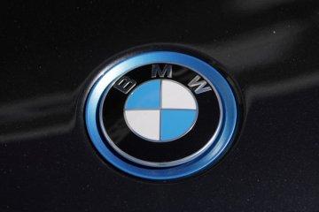 BMW pesan sel baterai senilai lebih dari 10 miliar euro