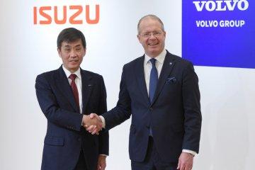 """Bentuk aliansi dengan Volvo, Isuzu bakal """"caplok"""" UD Trucks"""