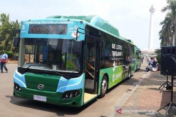 Yuk coba bus listrik Transjakarta di Monas isi liburan akhir tahunmu