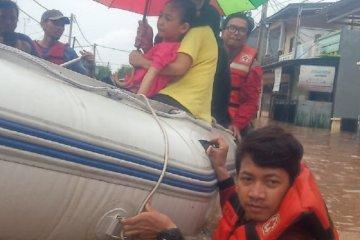 Aksi heroik personel PMI bantu korban banjir di Jabodetabek