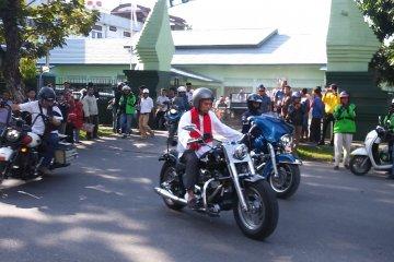 Ustadz Abdul Somad kendarai Harley menuju lokasi tabligh akbar
