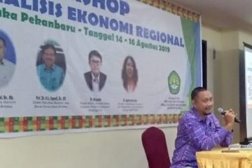 Harga BBM di Riau lebih mahal dibanding daerah lain, kata pengamat