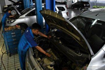 Layanan perbaikan mobil korban banjir