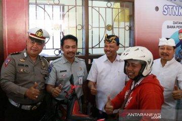 "Sekda Bali puji ""Samsat Gelis"" Tabanan permudah pelayanan wajib pajak"
