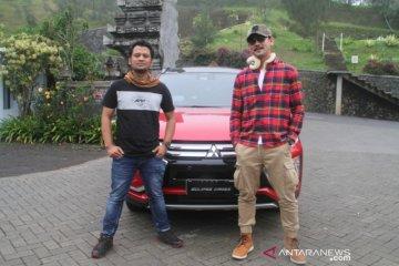 Tips berpetualang di alam bebas ala Denny Sumargo