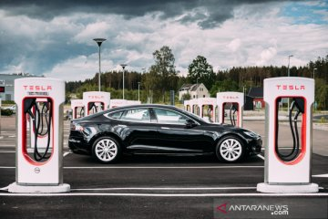 Mobil listrik Tesla akan pakai baterai buatan China