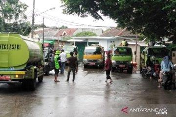 23 mobil pertamanan bantu penyedotan air di lokasi banjir Periuk