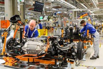 Perakitan mobil listrik Volkswagen model ID.3