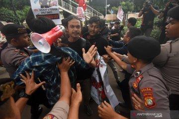 Demonstrasi di KPK ricuh