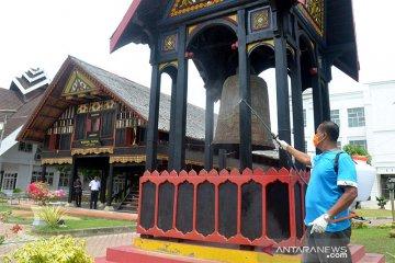 Penyemprotan rumah adat Aceh
