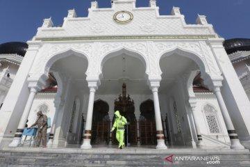 Polisi Desinfektan Masjid Raya Baiturrahman