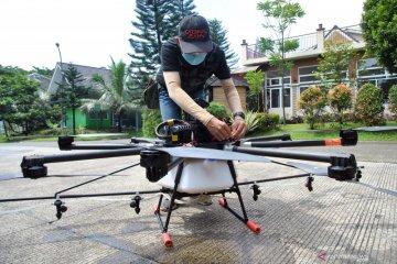 Penyemprotan cairan disinfektan dengan drone di Bogor