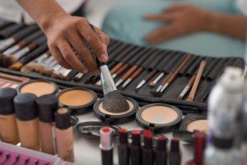 "Wabah corona, alat ""make up"" juga perlu disinfektan"