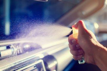 Amankah membersihkan dashboard mobil dengan alkohol?