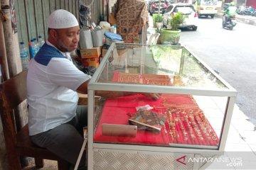 Transaksi emas pinggir jalan di Ambon sepi pengunjung