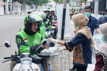 Istana Presiden di Jakarta bagikan ribuan nasi kotak bagi pengendara