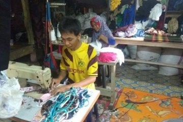 Perajin masker kain di Lebak kebanjiran order