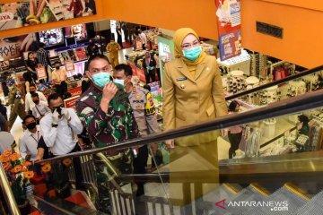 Bupati Purwakarta tinjau pusat perbelanjaan untuk pastikan imbauan ditaati