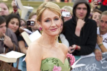 JK Rowling berbagi cerita kesembuhannya setelah dua pekan bergejala corona
