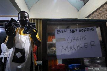Beli nasi goreng gratis masker kain