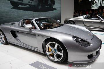 Porsche 911 produksi terakhir dilelang, hasilnya untuk tangani corona