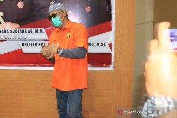 Kemarin, Tio Pakusadewo terseret narkoba hingga tas berbahan tulang