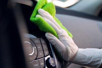 Cara aman bersihkan kabin mobil agar tak jadi sarang kuman