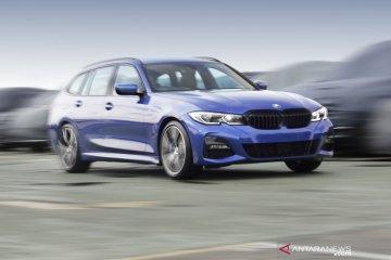 BMW Seri-3 Touring Station Wagon meluncur, tersedia di Tokopedia