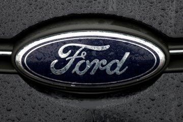 Ford uji arloji pintar jaga jarak pegawai pabrik