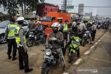Penyekatan larangan mudik di perbatasan Bandung