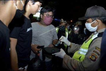 Petugas gabungan razia balap liar di Jimbaran