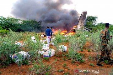 Pesawat angkut militer membawa para taruna angkatan udara mengalami kecelakaan