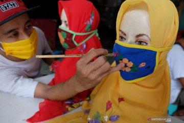 Produksi jilbab masker lukis
