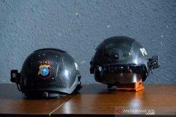 Polda Riau gunakan 10 helm pintar bikinan China