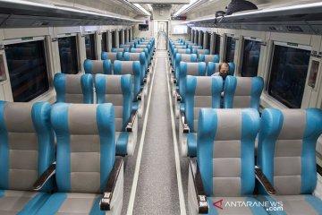 Kereta api luar biasa (KLB) beroperasi