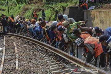 Perbaikan bantalan rel kereta api