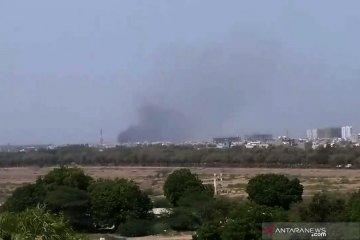 Pesawat jatuh di Karachi, tidak ada penumpang WNI