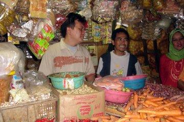 Harga gula pasir di pasar Sukabumi masih di atas HET
